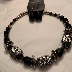 Black and silver & white short necklace